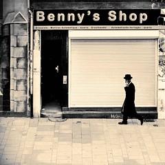 Benny's (CorH) Tags: street city portrait people urban blackandwhite bw white black monochrome blackwhite belgium belgie candid streetphotography antwerp antwerpen straatfotografie corh