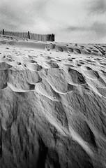 Fort Mahon (Punkrocker*) Tags: france film beach landscape nikon kodak trix wide 8 nb 400 24mm nikkor passage plage ais 242 baiedesomme fortmahon fm2n bwfp