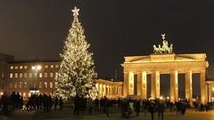 Christmas in Berlin (GothPhil) Tags: christmas tree berlin monument architecture germany weihnachten square gate december arch unterdenlinden brandenburgertor weihnachtsbaum mitte pariserplatz 2013