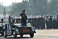 Quân đội Thái Lan diễu binh lớn bất chấp làn sóng biểu tình