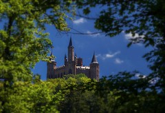 On the way to the castle Hohenzollern - I (KF-Photo) Tags: castle burg aufstieg hechingen hohenzollern burghohenzollern baumrahmen