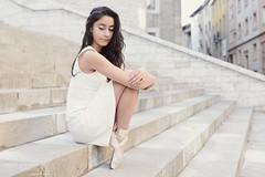 En la escalera (Pelayo Gonzlez Fotografa) Tags: bailarina mujer woman female retrato portrait dance danza ballet dancer ballerina pointe shoes en stairs escaleras