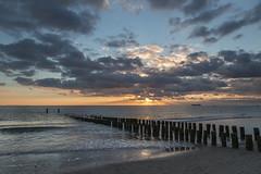 Abends am Strand (Jrgenshaus) Tags: niederlande zeeland zoutelande strand nordsee nach sonnenuntergang spiegelung verlaufsfilter canonef24105mm14lisusm cloudy day 845 reversed