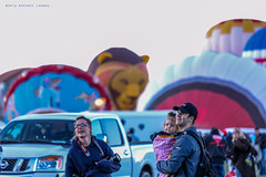 Balloon Fiesta 2016 | Gawkers | Morning Ascension, 06:29AM (Facundity) Tags: aibf albuquerqueinternationalballoonfiesta balloonfiesta2016 albuquerque hotairballoons streetphotography morningascension balloonfiestapark color candid spectators newmexico outdoors canon5dmkiv ef70200mmf4lisusm