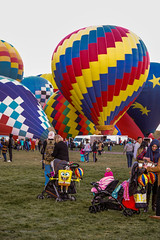 Balloon Fiesta 2016 | Inflated | Morning Ascension, 06:18AM (Facundity) Tags: aibf albuquerqueinternationalballoonfiesta balloonfiesta2016 albuquerque hotairballoons streetphotography morningascension balloonfiestapark color spongebob spectators newmexico outdoors canon5dmkiv ef70200mmf4lisusm