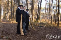 Midwinterhoornbloazers (Qdraw.nl foto's) Tags: achterhoek midwinterhoornblazers midwinterhoornbloazers bloazers bos hoed traditie twente people
