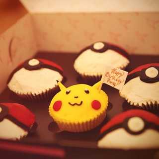 Ok now that's the best custom-made  cupcakes won't you agree? @shilpakshii you know me so well ;) thank you 😘 #pikachu #pokemon #birthday #pokeballs #cupcake #humingbird #birthdaycake #london