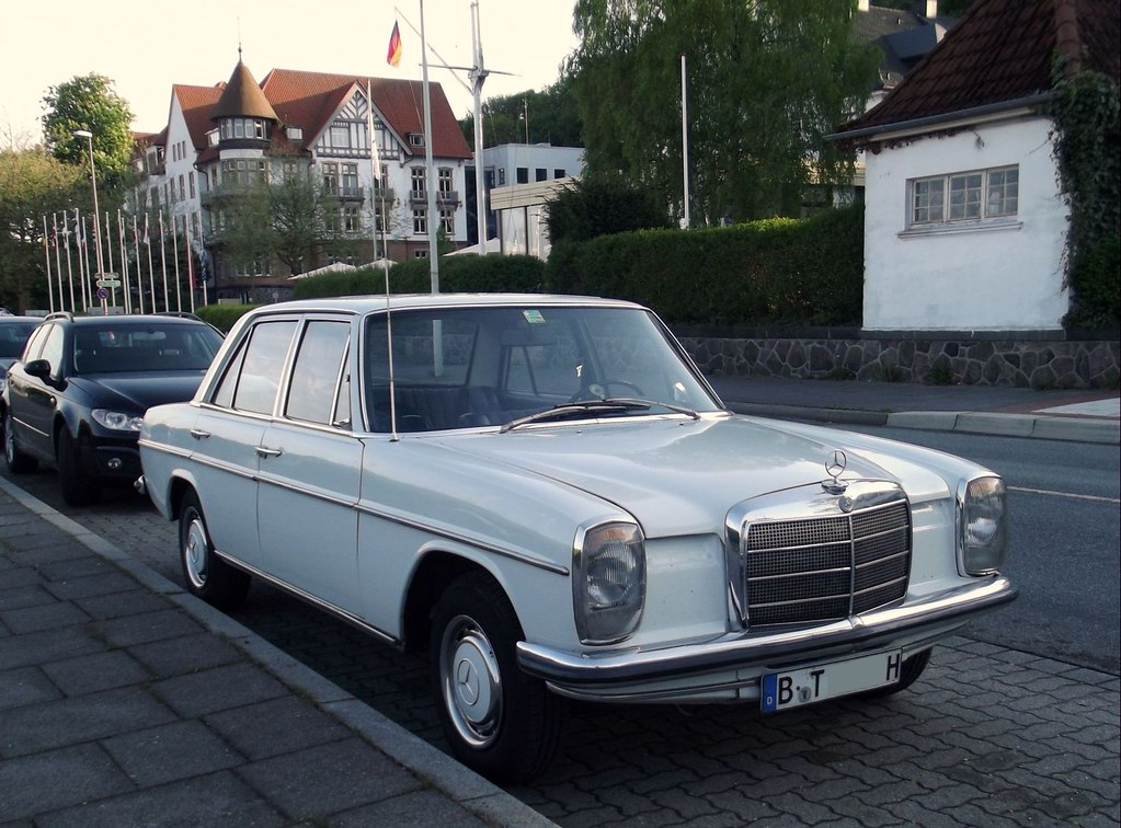 the world 39 s best photos of mercedes and w115 flickr hive mind. Black Bedroom Furniture Sets. Home Design Ideas