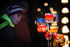 Auf dem Weihnachtsmarkt (memories-in-motion) Tags: christmas market mood licht kerzen candle lights dunkel dark cold 85mm canon tsling bayern bavaria bokeh warm
