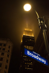 Broadway (Stefan Gyllenhammar) Tags: empierstatebuildingesb new york manhattan us usa amerika america street gata avenue broadway emipre state building esb fog dimma moln cloud clouds sky himmel night evening kvll natt byggnad rk macy sign roadsign skylt vgskylt stefan gyllenhammar nikon d7100 west 33rd 6th greeley square october oktober 2016 park high