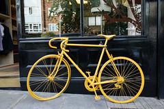 The yellow bicycle (Paola Salvanelli) Tags: londra london portobello bicycle bicicletta yellow giallo inghilterra england the city travel