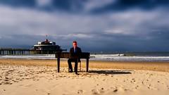piano 712 (Yasmine Hens) Tags: piano plage sable sky hensyasmine belgium belgique