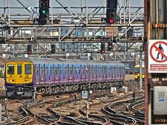 319445 At London Bridge (Deepgreen2009) Tags: train londonbridge fcc railway busy unit thameslink 319