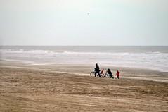 Paseo (Jos Ningum) Tags: argentina nikon playa paseo invierno mardelaspampas