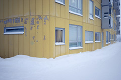 Ortdrivaren, Kiruna (Ola Jacobsen) Tags: winter snow 35mm t se sweden fe za f28 sonnar a7sony 3528berlinmurenkirunalapplandmullbnkenralph erskinesonysony