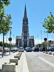 Place Crèvecoeur met Kerk Saint-Pierre