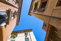 archi daily (LIL Scarab) Tags: canon italie france verone eos6d ff pleinformat ciel sky blue archi ef2470mmf28lusmii verona summer ete street rue 2016 up air lines perspectives