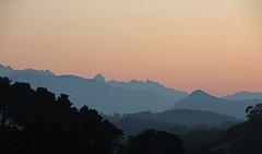Blaue Berge. (universaldilletant) Tags: sanvicentedelabarquera picosdeeuropa berge mountains abend