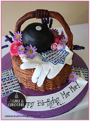 bingo (The Whole Cake and Caboodle ( lisa )) Tags: caboodle cake cakes thewholecakeandcaboodle whangarei birthdaycakeswhangarei birthdaycakes basket flower flowers purple pink lavender daisies gardening bowls
