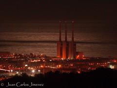 PB144047 (juancarlosysissi) Tags: sant adrià chimeneas badalona noche luna reflejo