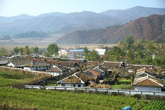 Landscape near Raksan (Frühtau) Tags: dprk north korea countryside village farm farmer field agriculture land bauern dorf traditional street scene people leute nordkorea strasse asia asian east mural building socialist country korean design architektur gebäude daily life scenery 朝鲜 朝鮮 cháoxiān 地 outdoor корея северная كوريا الشمالية 北朝鮮 corea del norte corée du nord coreia do coréia เกาหลีเหนือ βόρεια κορέα culture gebäudekomplex szene