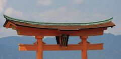 Top of the Floating torii (iorus and bela) Tags: bela iorus japan 2016 vakantie hiroshima miyajima itsukushima shrine holiday torii floatingtorii