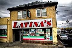Latina's (Lucille-bs) Tags: amérique etatsunis usa étatdenewyork niagara latinas magasin épicerie rue voiture city vitrine