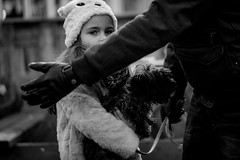 Fathers long arm (Hans Dethmers) Tags: flickr girl younggirl meisje dog hond vader father hat hoed gloves handschoenen