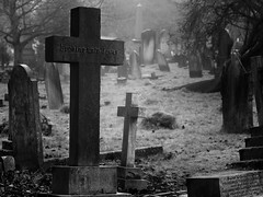 Looking unto Jesus (raspu) Tags: uk inglaterra england bw london death christ cross jesus cementerio bn muerte cruz londres end cristo fin cementery