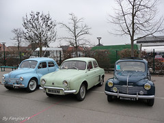 Renault 4CV et Dauphine (fangio678) Tags: classic cars french expo francaise voiture renault collection le coche oldtimer avril dauphine 07 voitures anciennes youngtimer 4cv 2013 chtenois