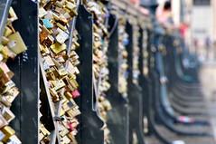 Pont des Arts (FredM.) Tags: paris seine cadenas nikon bokeh amour 75 pontdesarts d90