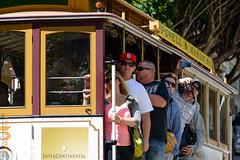 San Francisco (Edi Bhler) Tags: people plant man tree pflanze structure menschen mann bauwerk baum sonnenbrille strassenbahn bahnanlage railwaysystem 28300mmf3556 nikond800 cablecarsanfranciscolm