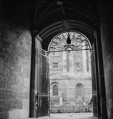 Radcliffe passage (FlickrDelusions) Tags: bw fp4 minoltaautocord oxford oxfordshire radcliffecamera tlr blackandwhite film