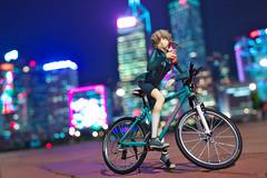 City Lights (Ateens Chen) Tags: people hongkong central 香港 alter ateens 中環 アルター nikonaf50mmf14d nikond700 flickrhongkong steinsgate シュタインズゲート 阿万音鈴羽マウンテンバイク amanesuzuhamountainbike flickrhkma