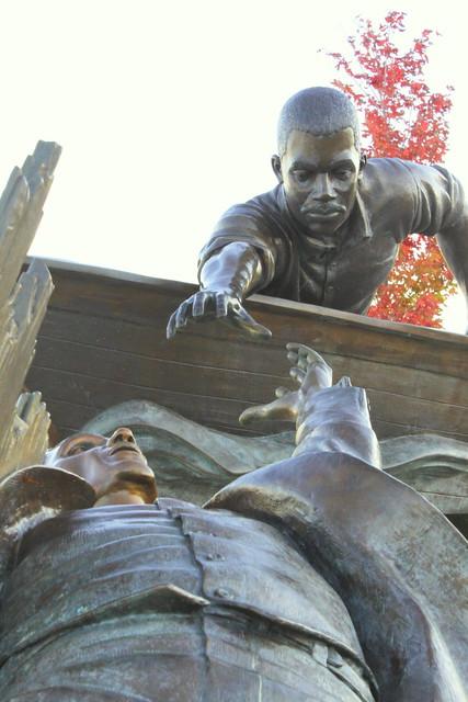 Tom Lee Memorial (Action View) - Memphis Riverfront