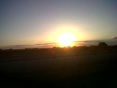 El alba (Caneckman) Tags: sol carretera amanecer cielo vilahermosa