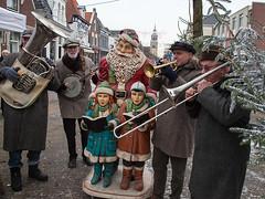 Santa Claus and children (Dick Verton) Tags: musician music playing holland dutch children fun humor streetlife streetscene sing netherland streetview streetshot chrismastree bandsman dickverton