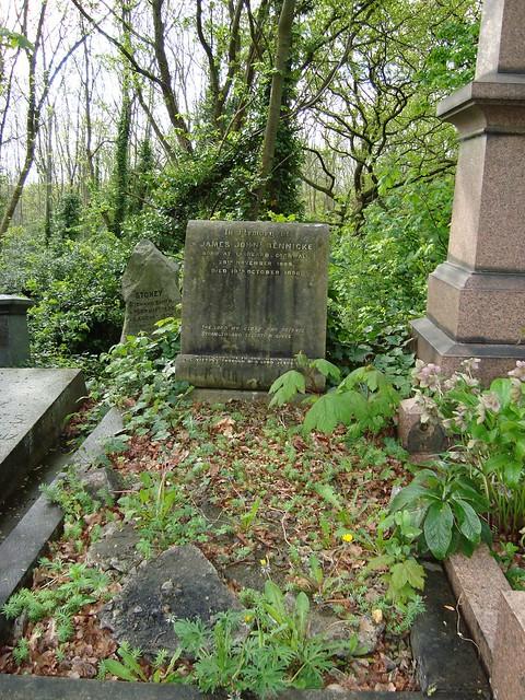 bennicke_headstone
