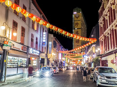 Light up the night of Chinatown pulse (hastuwi) Tags: vacation holiday festival festive geotagged singapore chinatown nightshot chinesenewyear cny nightshots singapura imlek libur liburan yearofthehorse sincia tahunbarucina