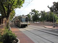 1996-1998 Siemens SD600 #239 & 2001 Siemens SD660 #319 (busdude) Tags: 2001 light max station portland union siemens rail area express trimet metropolitan 239 319 19961998 sd600 sd660