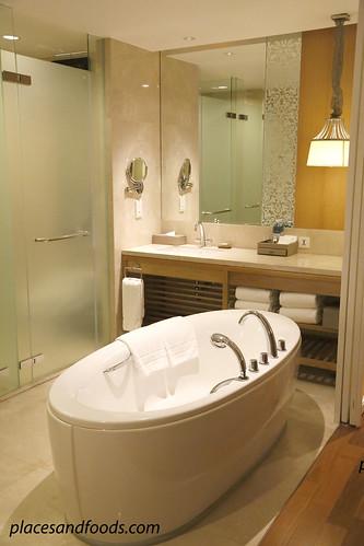 intercontinental hua hin bathroom