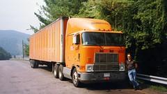Oregon 1995 (ofarrl) Tags: usa oregon columbiariver i84 schneidernational 18wheeler bigrig truck trucking semitruck international9670 cabover detroitdiesel