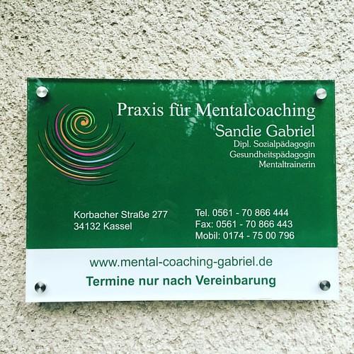 Firmenschild für unsere Kundin in Kassel.  #werbetechnik #acrylglas #werbetechniker #gestalten #folien #foliendesign #firmenschild  #jpswerbung #beschriftung #beschriftungen #altenstädt #Schilder #kassel #firmenschilder
