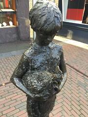 "PAYS-BAS,HOLLANDE,NEDERLAND,THE NETHERLANDS,HOLLAND,HOLANDA,Barendrecht,""LA NIA DEL GALLO PIGMEO""La fille et le coq pygme,EL ARTE AL ALCANCE DEL TRANSEUNTE,Catherina Francisca (Tineke) Bot,Beeldhouwkunst,Art et Socit,Une ville a appel Barendrecht, (LATINOS AMERICANOS EN HOLANDA) Tags: paysbas hollande nederland thenetherlands holland holanda barendrecht laniadelgallopigmeolafilleetlecoqpygme elartealalcancedeltranseunte catherinafranciscatinekebot beeldhouwkunst artetsocit unevilleaappelbarendrecht latinosamericanosenholanda meisjemethaan nederlandsebeeldhouwster sculpteurhollandaise escultoraypintoraholandesa"