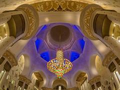 Abu Dhabi - Sheikh Zayed Grand Mosque (10) (Karsten Gieselmann) Tags: 8mmf18 abudhabi architektur asien blau blauestunde braun em5markii farbe gold grn hdr licht lila mzuiko microfourthirds olympus reise rot sakralbauten sheikhzayedgrandmosque vae architecture blue brown color golden green kgiesel light m43 mft purple red travel violett snshdr