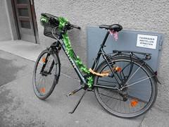 2016-11-27 12.48.39 (evlog) Tags: graz christmas tegetthoffplatz styria steiermark bicycle austria puch