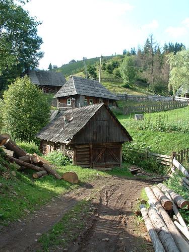 Felsőszinevér, hucul faházak
