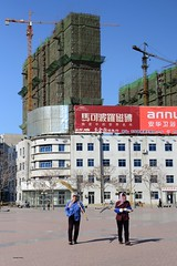 Developement (Frhtau) Tags: china new old city people building cars by modern square asian construction asia republic time chinese plan scene east peoples change worker con sian province modernisation replace liaoning hochhuser passers  fuxin  lionng volksrepublik shng