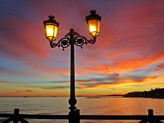Colores del atardecer (Antonio Chac) Tags: blue light sunset sea espaa naturaleza sun art luz sol nature water azul night canon landscape atardecer photography mar spain europe arte cloudy photos picture andalucia fotos nubes costadelsol puestadesol litoral imagen mlaga marbella nat