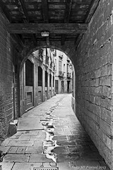 Carrer Gruny, Barcelona (McGuiver) Tags: barcelona street canon born sigma1770 canoneos60d carrergrunyi